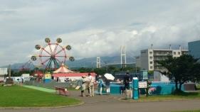 A view of the aquarium's Ferris wheel and Hakucho Bridge.