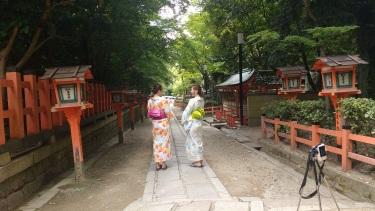 Still more people wearing yukata.